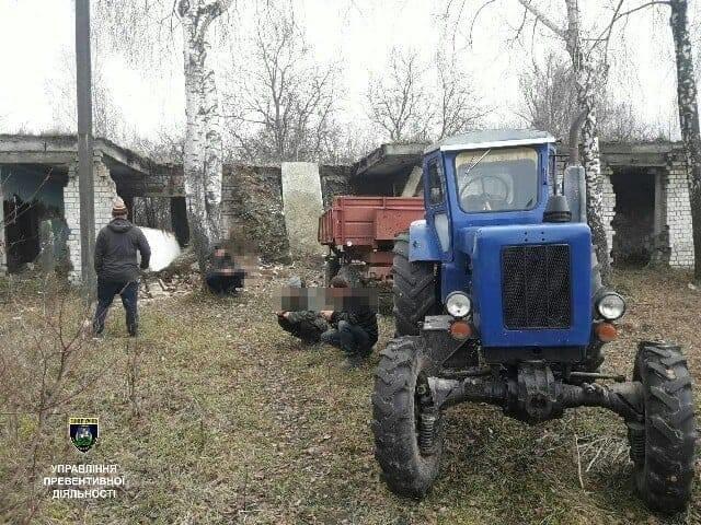 На Броварщині затримано групу чоловіків, які розбирали будинок престарілих, фото-1