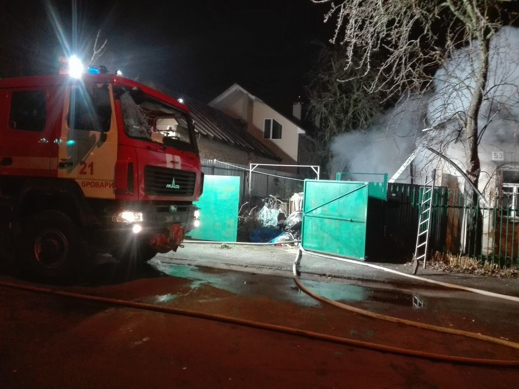 Під час пожежі в Броварах вогнеборці врятували потерпілого, фото-1