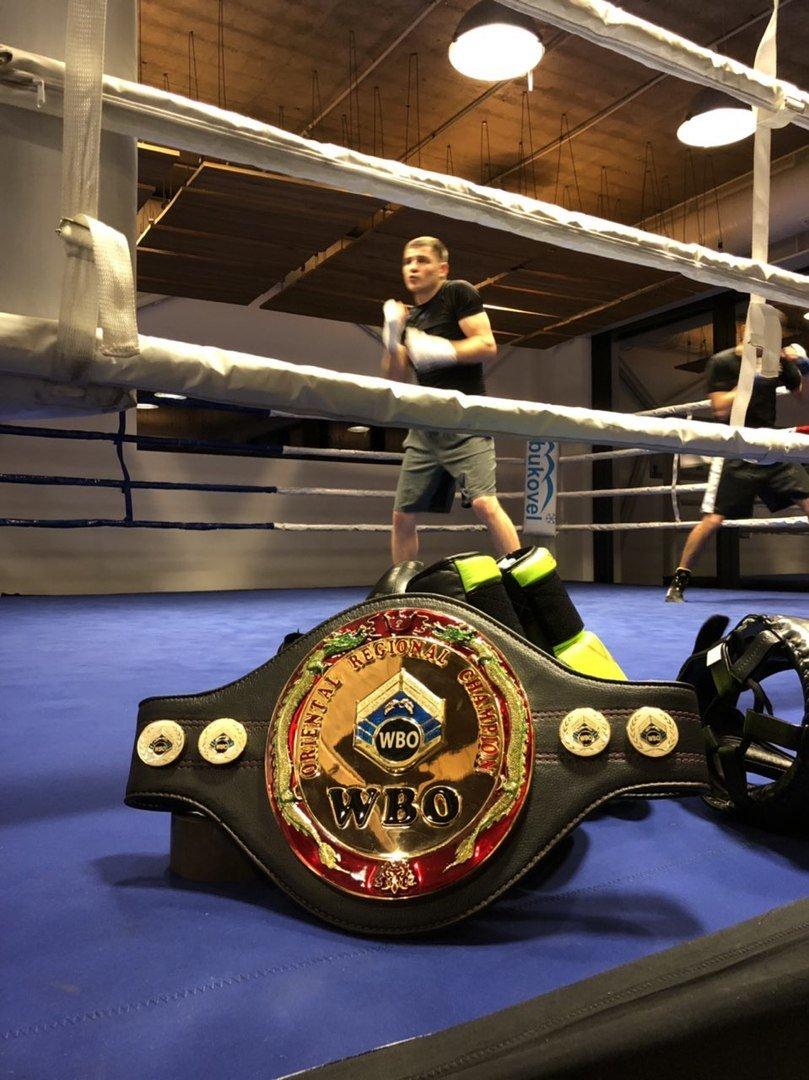 Пояс WBO Oriental прибув до тренувального табору Дениса Беринчика, фото-1