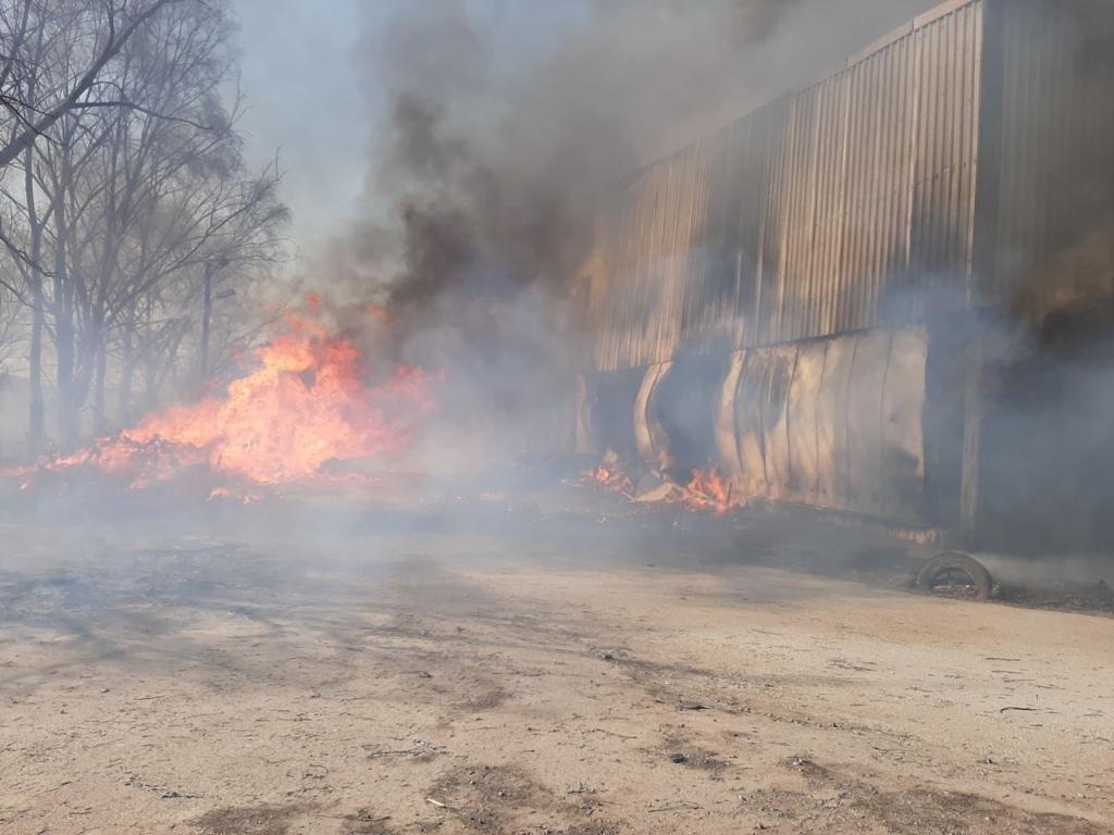 Палаючі склади в Броварах протягом двох годин гасили 48 пожежників (ВІДЕО), фото-2