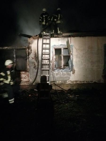 На Броварщині серед ночі спалахнула будівля, фото-1